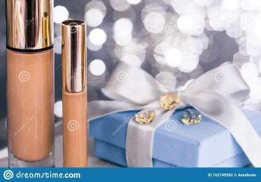 holiday-make-up-foundation-base-concealer-blue-gift-box-luxury-cosmetics-present-blank-label-products-beauty-brand-162749582